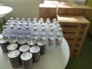 東京都にお住まいの方から水とカンパン
