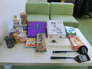 京都府早川様より、缶詰、焼き海苔、うどん、そば、玄米、お茶、油揚げ、調理油、チョコレート、ココア、お玉、フライ返し